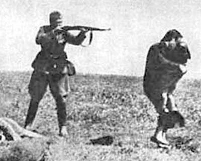 Holocaust2soldiershootingmother