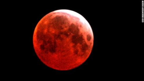 lunar-eclipse-0414-horizontal-gallery